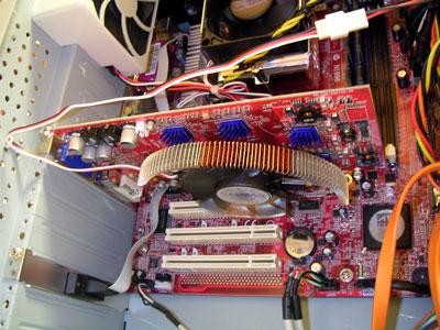 ケースを開けてても、HDDの方が騒がしいほどの静音!