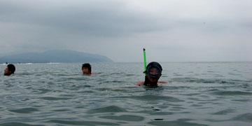 防水じゃないデジカメを海に持込(w;