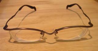 以前、弐萬圓堂で買ったメガネに比べかなりGood♪